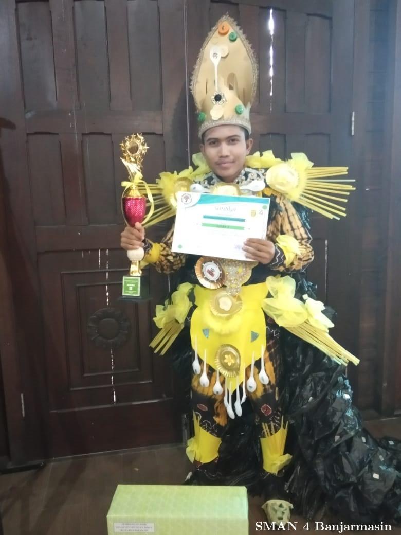 SMAN 4 BerLomba Kostum Daur Ulang 3R Fashion Week